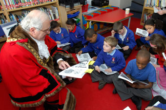 Councillor Royston Griffey, Lord Mayor of Bristol, reading The Bristol Story with pupils from St George's Primary (Martin Chainey).
